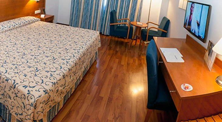 The Extremadura Hotel by Sercotel has rooms for 3 people ...